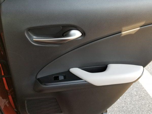 レクサスUXの内装 ドアパネル