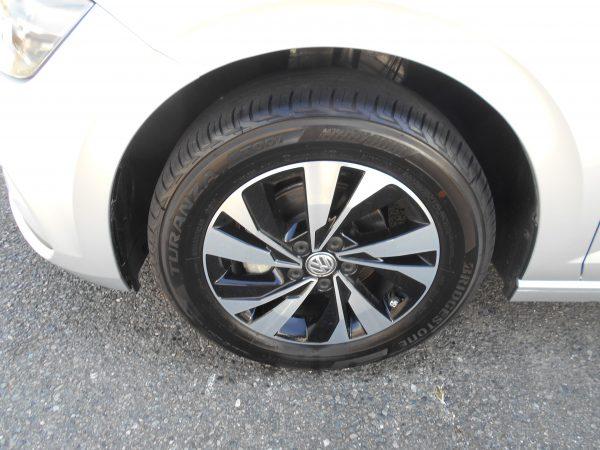 ポロの左側前輪タイヤ