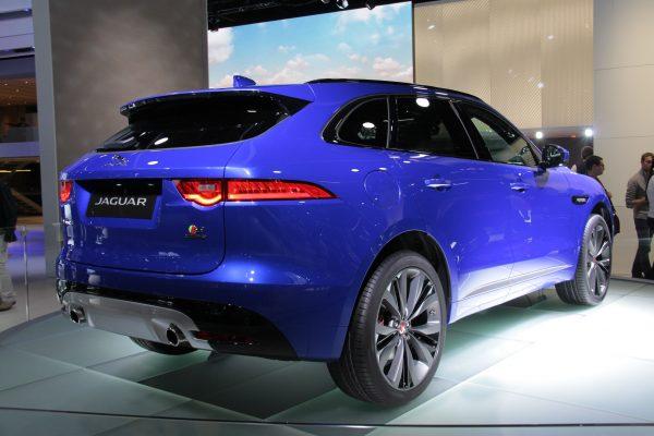 Jaguar_F-Pace_(rear_3-4)