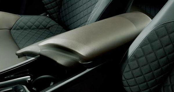 c-hr-armrest-600