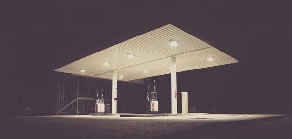 filling-station-1839760_640