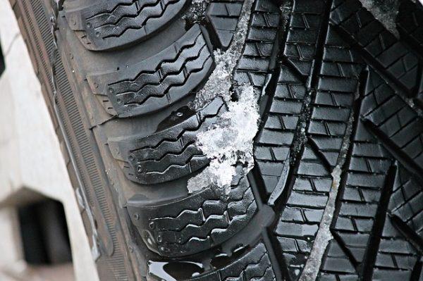 winter-tires-3198543_640