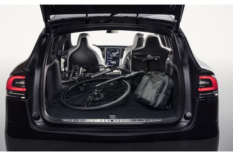 ModelXシート収納スペース2