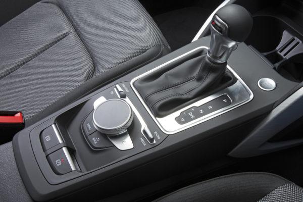 20170426_037_Audi_Q2_1.0_interior_06_s