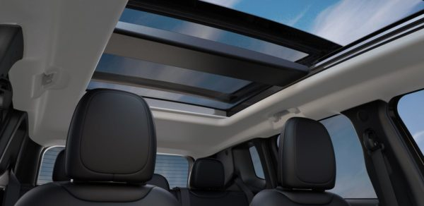 2018-Jeep-Renegade-Interior-Sunroof-open.jpg.img.1440