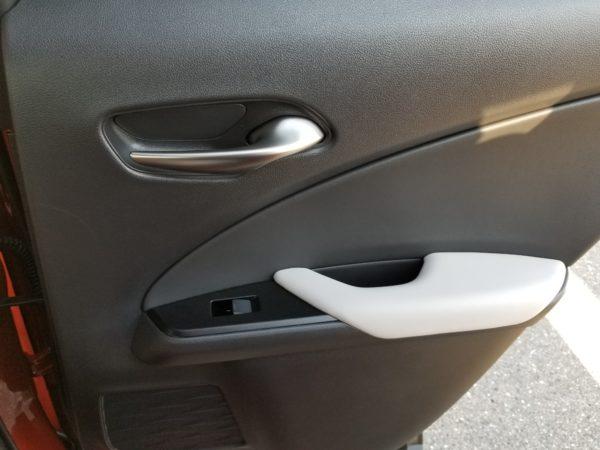 レクサスUXの後席ドアパネル