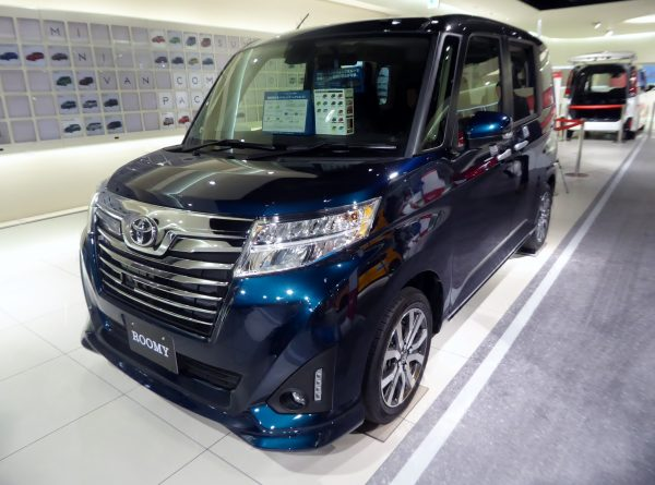 Toyota_ROOMY_CUSTOM_G-T_(DBA-M900A-AGBVJ)_front