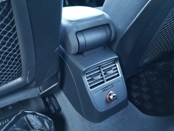 A3の後席用エアコンダクト