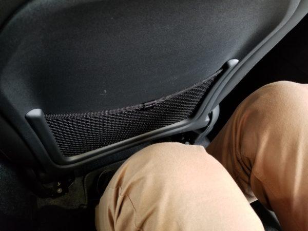 XC40の後席膝前スペース