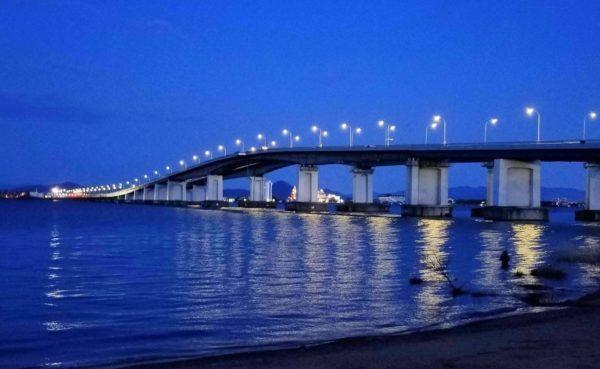 琵琶湖大橋の夜景