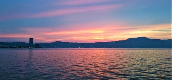 琵琶湖のの夕暮れ