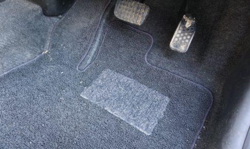 運転席のフロアマット