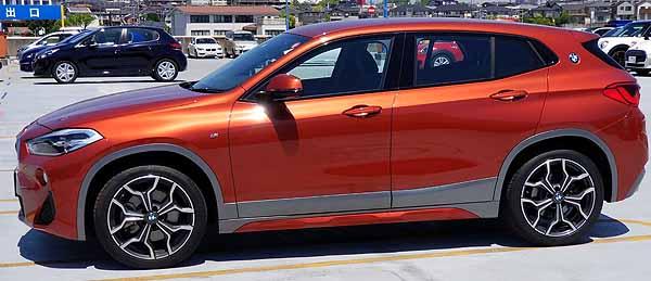BMW X2のサイドビュー