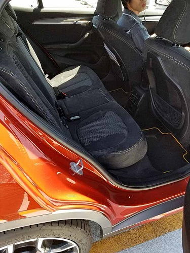 BMW X2の後席足元空間