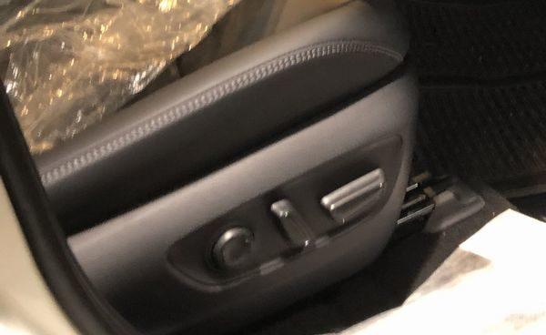 新型rav4運転席座面横