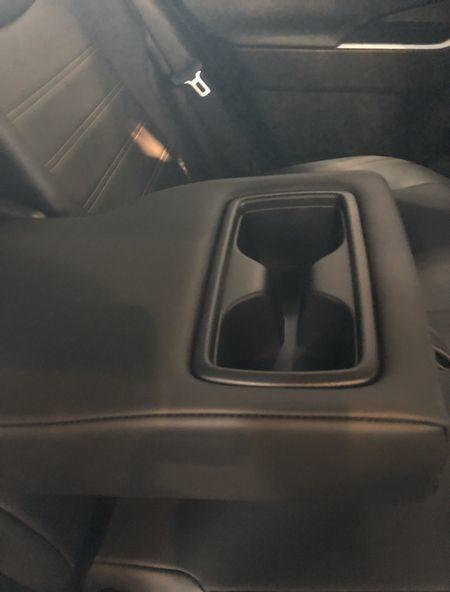 新型rav4試乗アームレストドリンクホルダー