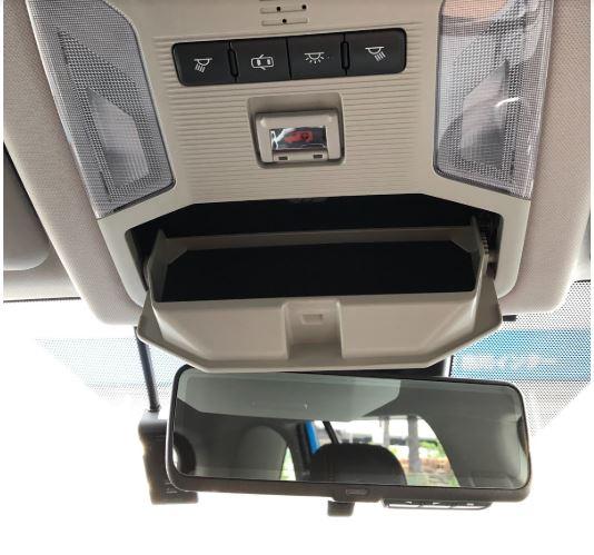 運転席上のボタンや収納